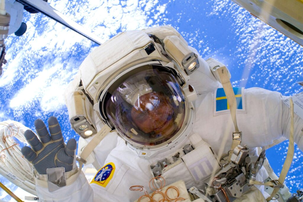 Christer Fuglesang says hello from space